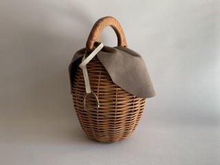Wood handle basket (English)