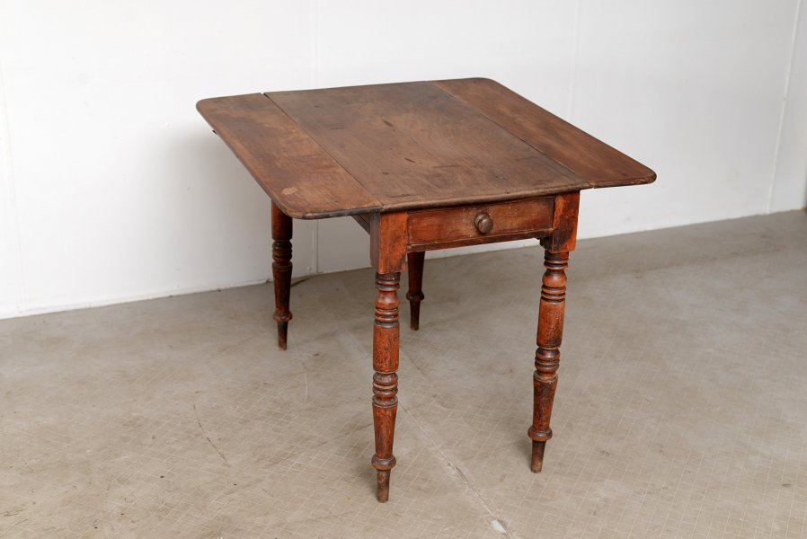 Penbroke table