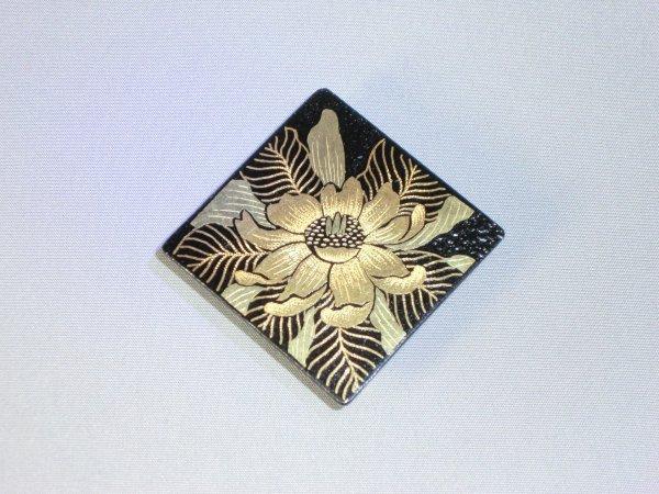 帯留め 椿(正方形菱)