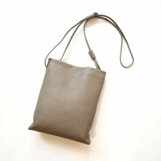 <img class='new_mark_img1' src='https://img.shop-pro.jp/img/new/icons8.gif' style='border:none;display:inline;margin:0px;padding:0px;width:auto;' />SLOW <br>embossing leather<br>shoulder bag L