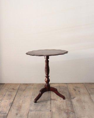 ティルトップテーブル  Tilt-Top Table