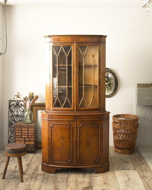 コーナーキャビネット  Corner Cabinet