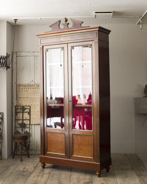 ガラスキャビネット  Glass Cabinet