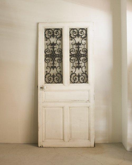 アイアンドア  Iron Door
