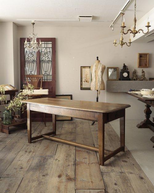 ダイニングテーブル  Dinig Table