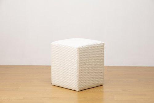 適度なサイズの四角スツールドット白