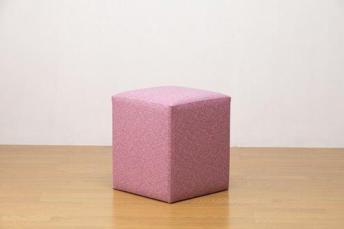 適度なサイズの四角スツール ピンク