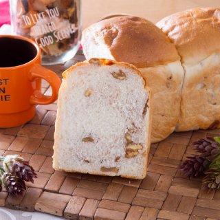 【柔らかい食感と香ばしいクルミの味わい】クルミ 食パン 1斤(体にも優しい 生みるく 食パン)