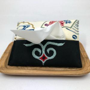 刺繍ティッシュケース