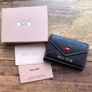 新品 ミュウミュウ miumiu レター 三つ折り財布 マドラス ブラック