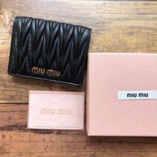 新品 ミュウミュウ MIUMIU マトラッセ 二つ折り財布