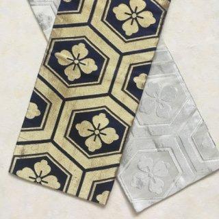 金糸と銀糸の亀甲柄リバーシブル半幅帯