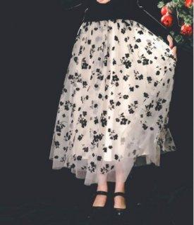 【納期1か月】セミロリータ ロングスカート 花柄 秋冬 春秋 通年 ホワイト モノトーン バイカラー プリント フラワー 大人 かわいい フレア ふんわり おしゃれ ウエストゴム らくちん ゆったり