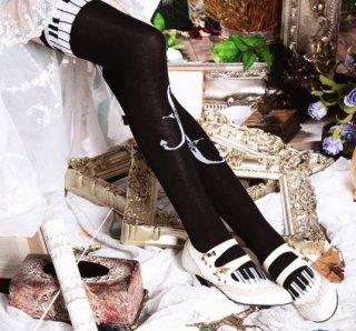 ニーハイソックス 2色 通年 クラロリ ピアノ 旋律 楽譜 ロング 靴下 ソックス 雑貨 小物 モノトーン バイカラー ホワイト ブラック かわいい スカラップ フリーサイズ クラシカル お嬢様 発表