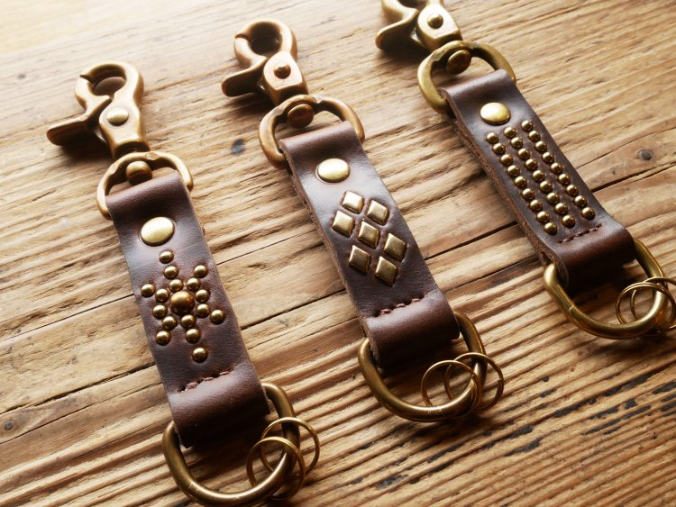 [Studs Key Holder] brown