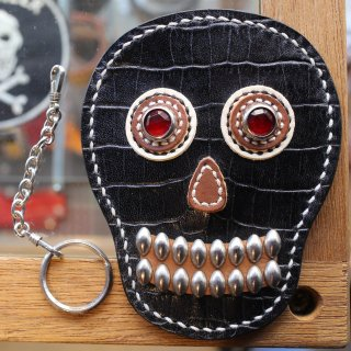 skull leather key card case<BR>black crocodile embossed leather