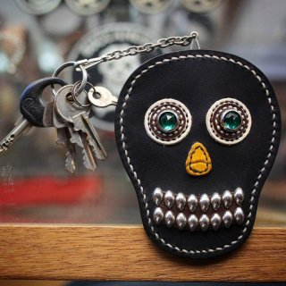 skull leather key & card case<BR>black leather<BR>green eye