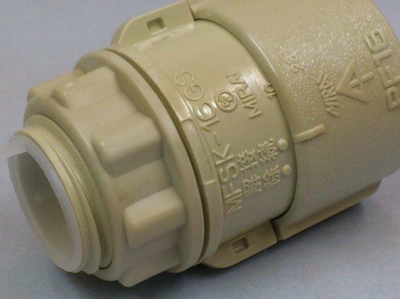 合成樹脂製可とう電線管用ボックスコネクタ(PF16)