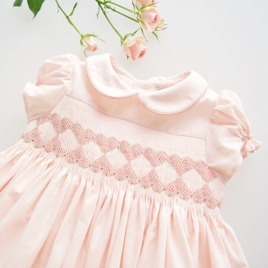 <img class='new_mark_img1' src='https://img.shop-pro.jp/img/new/icons14.gif' style='border:none;display:inline;margin:0px;padding:0px;width:auto;' />Charlotte sy Dimby - Pink Heart smocked dress