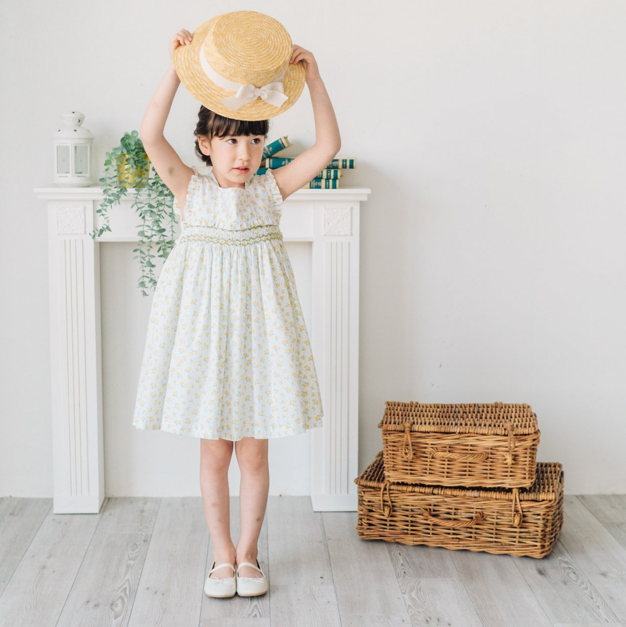 <img class='new_mark_img1' src='https://img.shop-pro.jp/img/new/icons14.gif' style='border:none;display:inline;margin:0px;padding:0px;width:auto;' />Pi & Pa - Floral square collar smocked dress