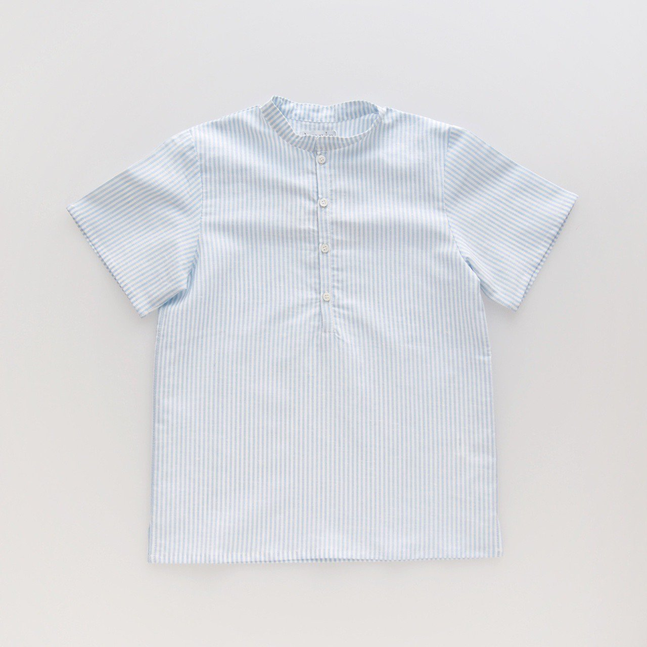 <img class='new_mark_img1' src='https://img.shop-pro.jp/img/new/icons1.gif' style='border:none;display:inline;margin:0px;padding:0px;width:auto;' />Amaia Kids - Preprine shirts (Pale blue stripe)
