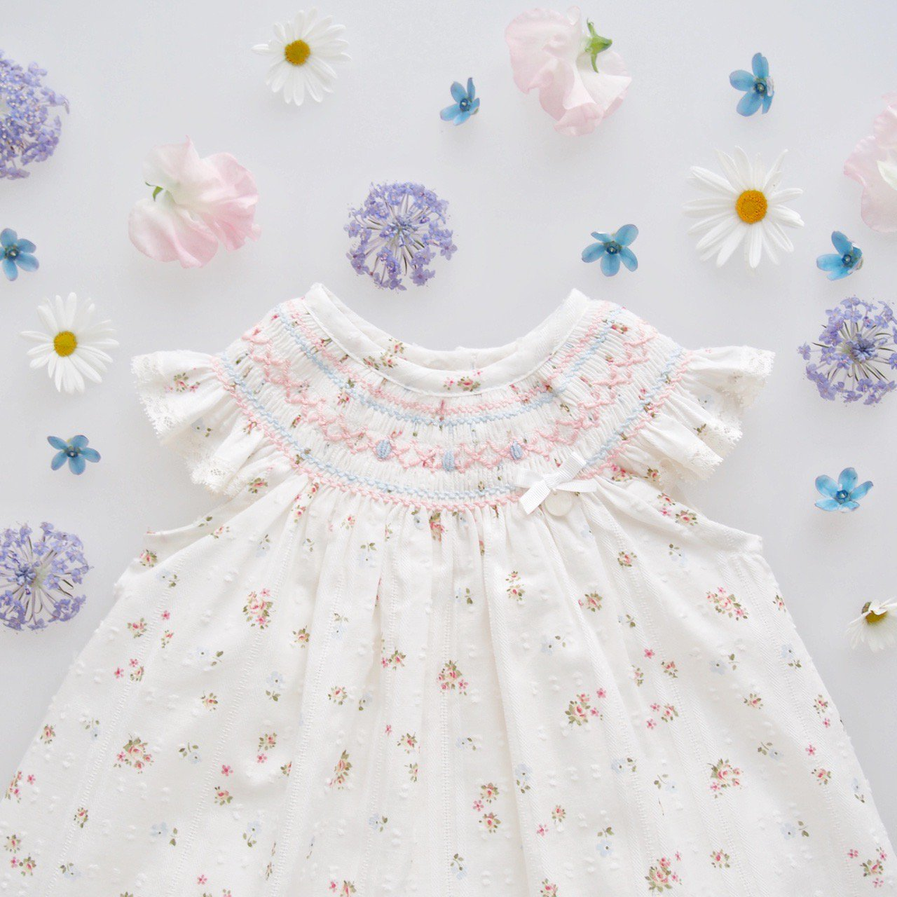 <img class='new_mark_img1' src='https://img.shop-pro.jp/img/new/icons1.gif' style='border:none;display:inline;margin:0px;padding:0px;width:auto;' />baby lai/ Laivicar - Plumetti floral bishop set