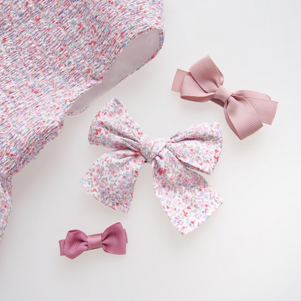 <img class='new_mark_img1' src='https://img.shop-pro.jp/img/new/icons1.gif' style='border:none;display:inline;margin:0px;padding:0px;width:auto;' />Pi & Pa - Hairbow (Floral/ Multi Gingham)
