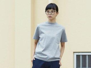 <L&HARMONY WOMEN/エルアンドハーモニウーマン>ハイクルーネックポケットTシャツ(Gray)