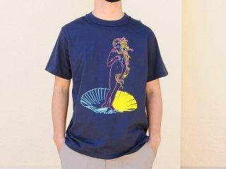 """【アーティスト×世界の名画シリーズ第一弾】<L&HARMONY/エルアンドハーモニー>苦虫ツヨシ×L&HARMONY Tシャツ""""ヴィーナスの誕生""""(Navy)"""