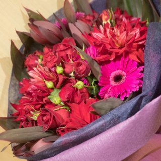 レッド・パープル系、ダリアの花束