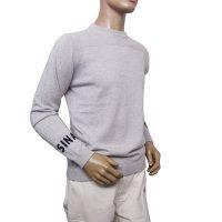 20232010 袖にロゴ編み込みの薄手ウール100%のセーター