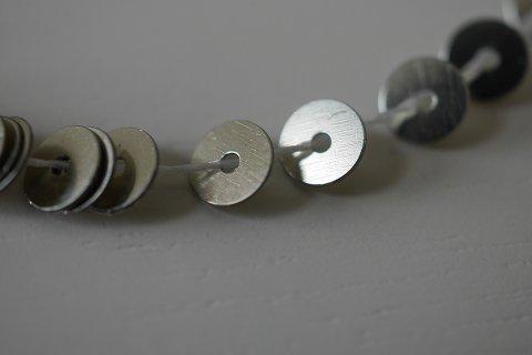 糸通しスパンコール/オールドシルバー2 -4mm〔フランス製〕