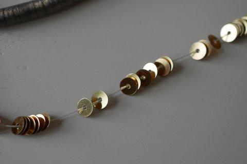 糸通しスパンコール/メタリックイエローゴールド 4mm〔フランス製〕
