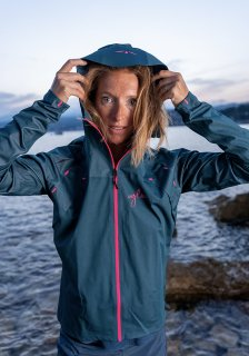 <img class='new_mark_img1' src='https://img.shop-pro.jp/img/new/icons61.gif' style='border:none;display:inline;margin:0px;padding:0px;width:auto;' />RAIN JACKET-X WOMEN TEAL