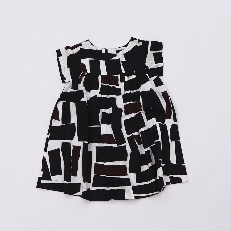 KIDSバックボタンワンピース 茶のドレス コンパクト