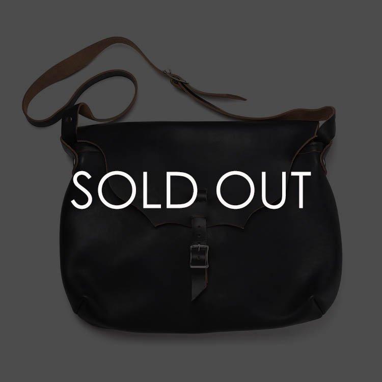 フェルナンドレザー HORIZONTAL ストラップポーチ Lサイズ 【ブラック】