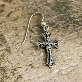 クロス・オン・クロス・フック・ピアス(ホワイトCZ) : Cross On Cross Hook Earring (White CZ)