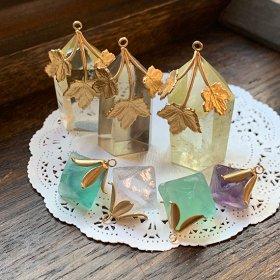 鉱物化した植物の実/蜜色水晶I