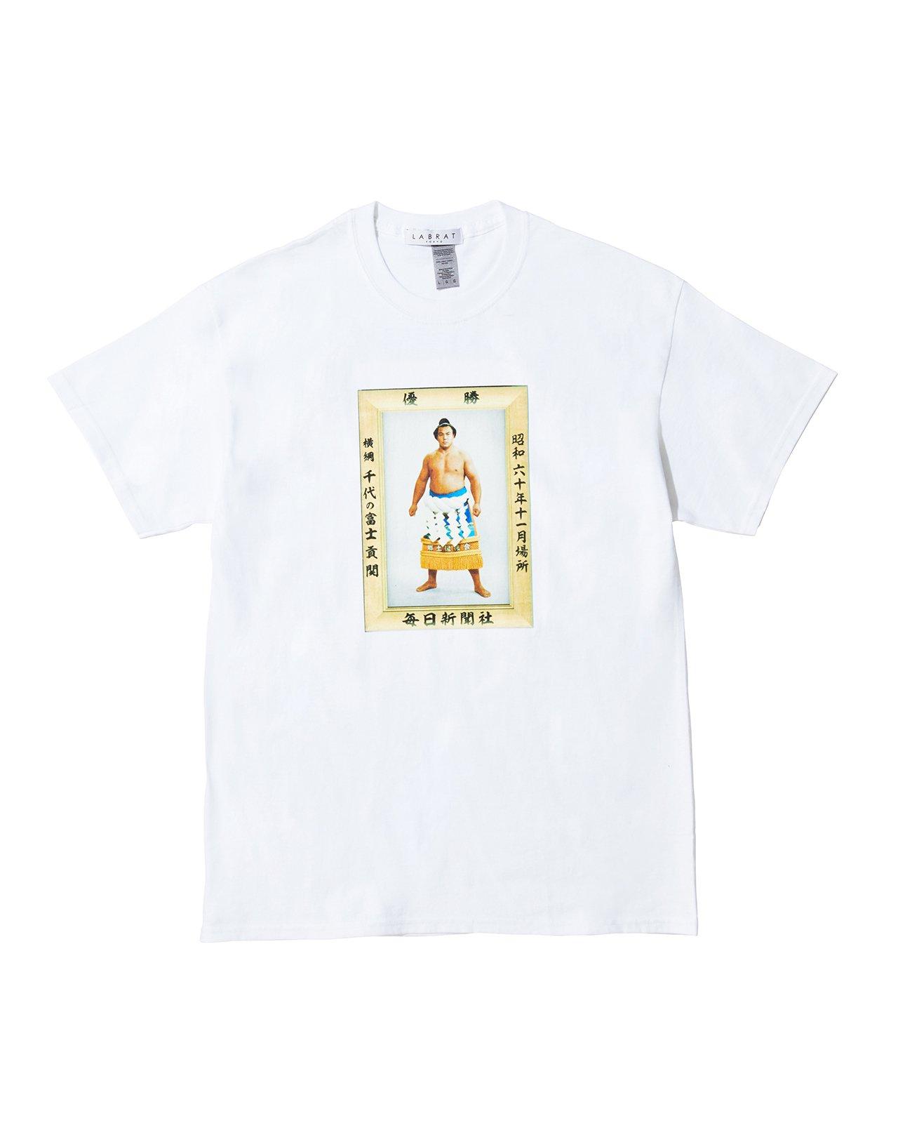 千代の富士 for LABRAT JR両国駅限定販売 Tシャツ(WHITE)(size: S〜XL)
