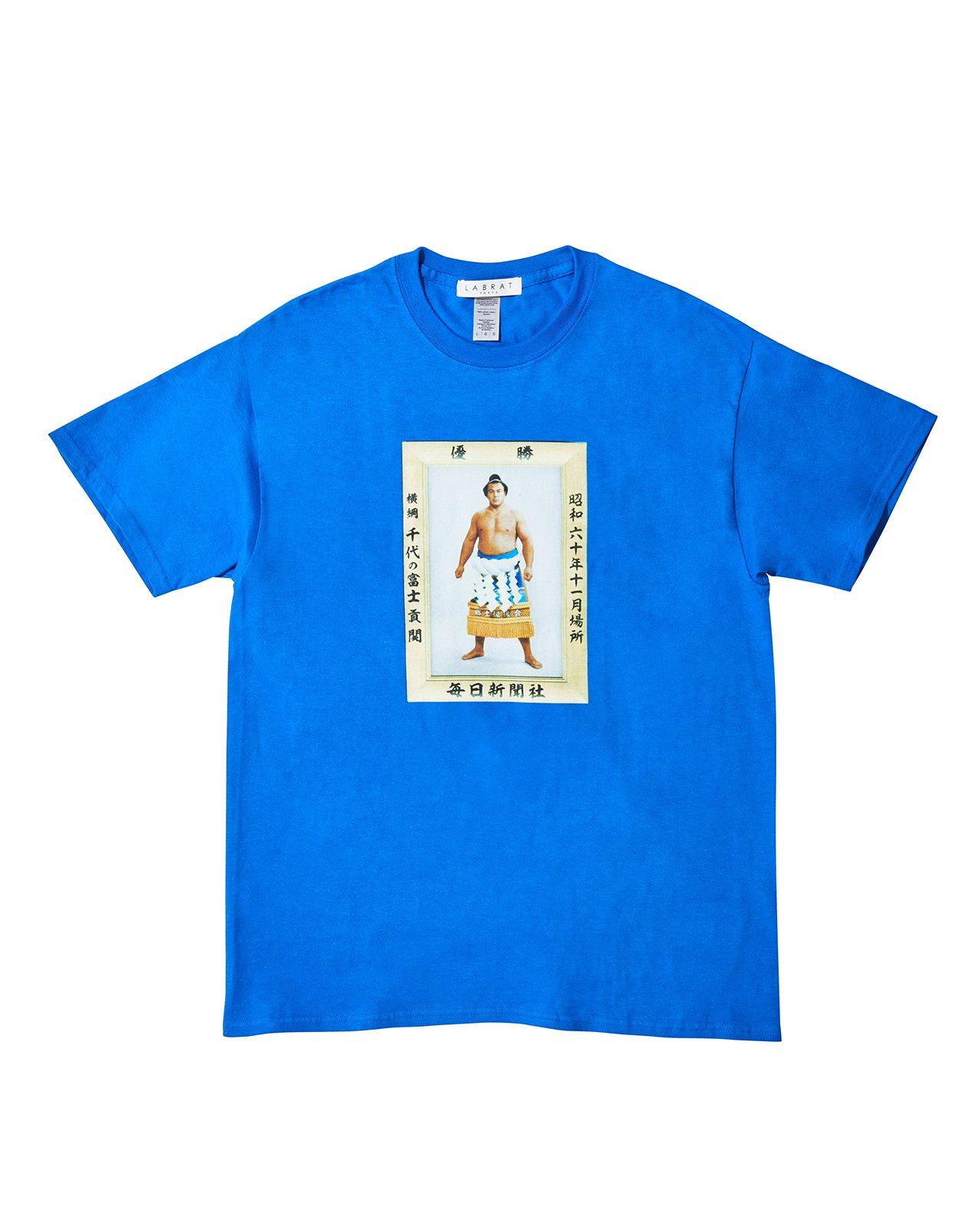 千代の富士 for LABRAT JR両国駅限定販売 Tシャツ(BLUE)(size: 2XL, 3XL)