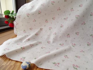 優しいブーケのさらさらTシャツ地・オフ白×ピンク