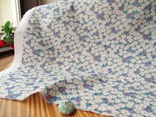 可愛い花絨毯の柔らかダブルガーゼ・グレー