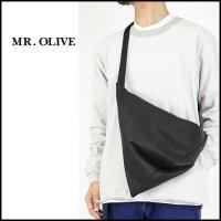 MR.OLIVE E.O.I (ミスターオリーブ)<br>WATERPROOF LIGHT LEATHER TRIANGLE BODY BAG(撥水レザートライアングルボディバック)