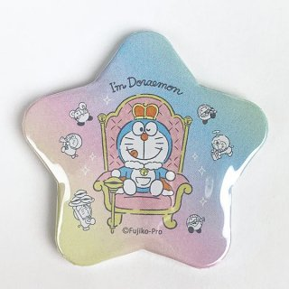 <img class='new_mark_img1' src='https://img.shop-pro.jp/img/new/icons15.gif' style='border:none;display:inline;margin:0px;padding:0px;width:auto;' />I,mDoraemon ドラえもん 星形缶バッジ いす キング バッチ ベビー 雑貨 グッズ 日本製  (MCOR)