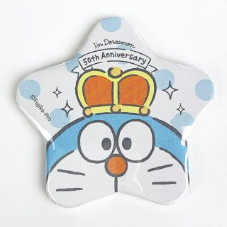 <img class='new_mark_img1' src='https://img.shop-pro.jp/img/new/icons15.gif' style='border:none;display:inline;margin:0px;padding:0px;width:auto;' />I,mDoraemon ドラえもん 星形缶バッジ アップ キング バッチ ベビー 雑貨 グッズ 日本製  (MCOR)