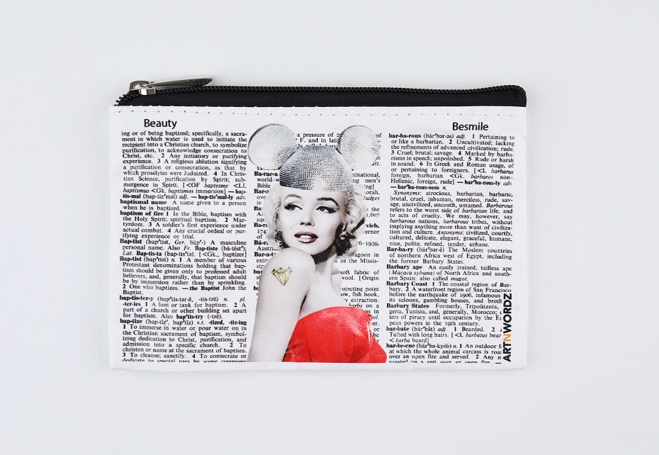 <img class='new_mark_img1' src='https://img.shop-pro.jp/img/new/icons1.gif' style='border:none;display:inline;margin:0px;padding:0px;width:auto;' />ポーチS(Marilyn Forever )