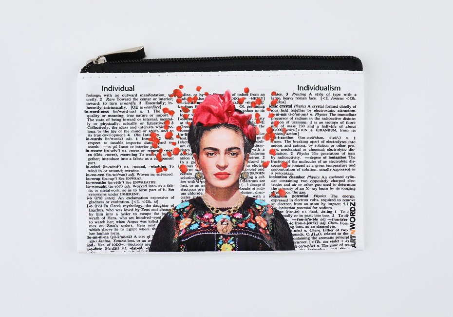<img class='new_mark_img1' src='https://img.shop-pro.jp/img/new/icons1.gif' style='border:none;display:inline;margin:0px;padding:0px;width:auto;' />ポーチS(Frida Rose)