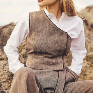 <img class='new_mark_img1' src='https://img.shop-pro.jp/img/new/icons20.gif' style='border:none;display:inline;margin:0px;padding:0px;width:auto;' />【VillD】Tweed One Shoulder Vest