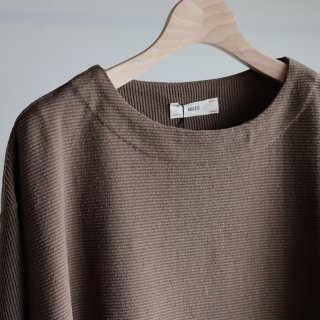 <img class='new_mark_img1' src='https://img.shop-pro.jp/img/new/icons8.gif' style='border:none;display:inline;margin:0px;padding:0px;width:auto;' />【unfil】raw silk ribbed-jersey boatneck Tee