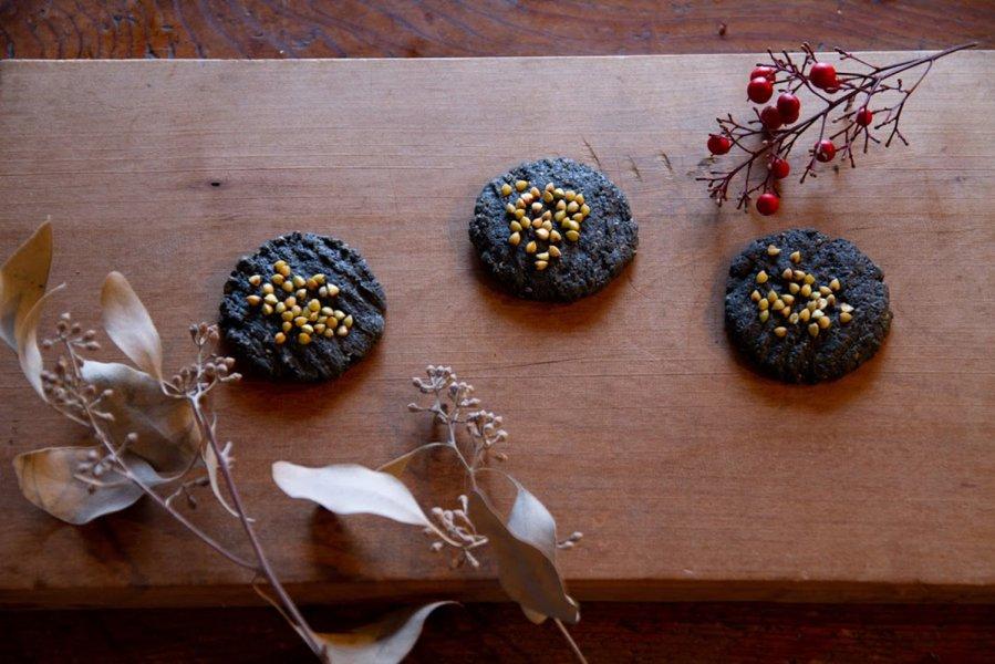 自然有精卵で練った、炭のやわらかクッキー4枚入 安心おやつ